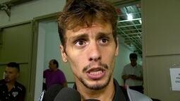 Rodrigo Caio, do São Paulo, apoia Maicon após erro em gol do Mirassol