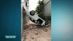 Motorista perde o controle e carro atravessa parede de prédio vizinho em SP