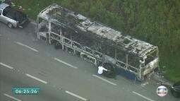 Ônibus que foi queimado na rodovia Anchieta seria ato de vândalos, diz polícia