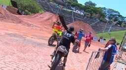Acelerando e voando em Atibaia: conheça os atletas do Motocross Freestyle