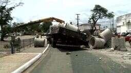 Acidente trava o trânsito perto da rotatória do Detran, no Tabuleiro