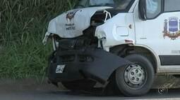 Acidente entre caminhões, carro e van deixa um morto e 16 feridos