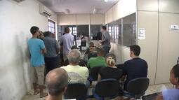 Moradores de Lauro de Freitas reclamam de demora na entrega de carteiras de habilitação