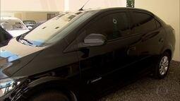 Carros foram alvejados durante tiroteio da madrugada no Recife
