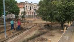 Árvores são cortadas na Praça Odorico Mendes, em São Luís