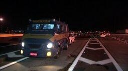 Tentativa de assalto a carro-forte na Rodovia dos Bandeirantes provoca pânico na capital