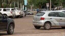 Em novo golpe, criminosos impedem veículos de travar portas e furtam objetos