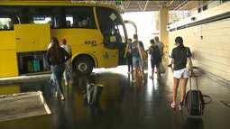 Pessoas se antecipam para comprar passagem para viajar durante o carnaval