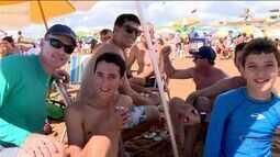 Praia fica movimentada em Linhares, no Norte do ES
