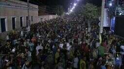 Carnaval de Aracati atrai centenas de foliões