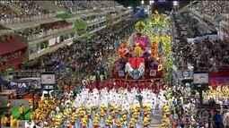 Sapucaí se prepara para receber escolas de samba no segundo dia de desfiles
