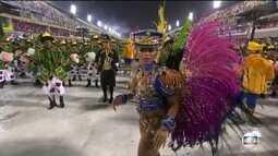 Carol Marins é a rainha de bateria da Paraíso do Tuiuti