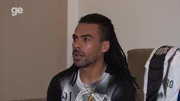 Araújo abre as portas e o coração para falar sobre retorno ao futebol