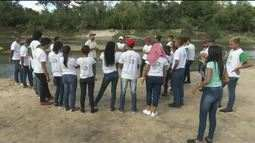 Jovens fazem conscientização no balneário Caranã, zona Oeste de Boa Vista