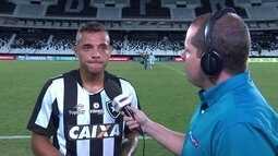 Guilherme afirma que lance no fim do jogo foi pênalti e fala de atrito com jogador do Flu