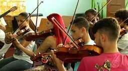 Oficina musical reúne estudantes e multi-instrumentista em Vassouras, RJ