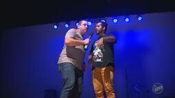 'Em Cena' recebe atores de stand up que falam sobre a dificuldade de fazer comédia