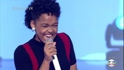Franciele Fernanda canta 'Alô! alô! Marciano'