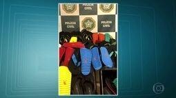 Carga de chinelos roubados é recuperada no Morro do Chapadão, em Costa Barros