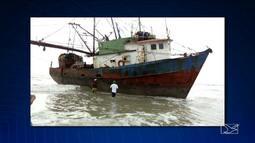 Navio à deriva e sem tripulação encalha no município de Cedral, MA