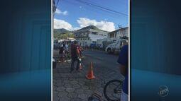 Homem morre atropelado e motorista de carreta foge sem prestar socorro em Itajubá (MG)