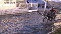 Ruas ficam alagadas no Bairro São José por causa da maré alta