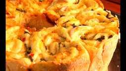 Aprenda a fazer um delicioso pão de rosas de bacalhau