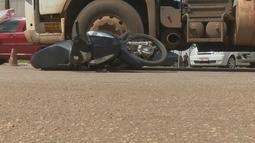 Acidente entre carreta e moto deixa pessoas feridas em Porto Velho
