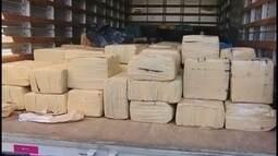 PF apreende mais de 3 toneladas de drogas e milhares de munições em carreta na BR-365