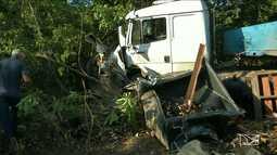Acidente entre carro e caminhão de cerveja mata uma pessoa na BR-316