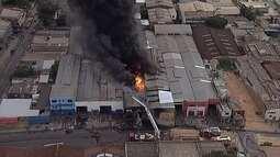 Incêndio destrói loja na Região da Pampulha, em Belo Horizonte