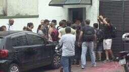 Funcionários da Cursan fazem protesto em Cubatão, SP