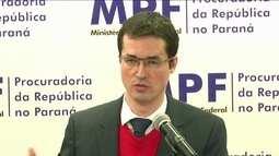 José Dirceu teria recebido propina antes, durante e depois do julgamento do Mensalão
