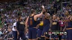 LeBron James brilha e deixa Cleveland Cavaliers mais perto da final da NBA