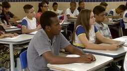 Alunos de escolas públicas do Recife se preparam para concorrer a curso técnico