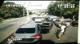 Vídeo mostra ação de bandidos que assaltaram caminhão com eletrônicos no Rio de Janeiro