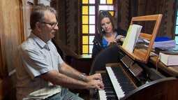Orgão restaurado volta a encantar fieis de igreja em Curitiba