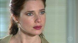 Viviane confessa para Maria do Carmo que foi ela quem colocou sonífero em seu chá