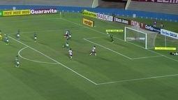 Marcelo Rangel defende chute de Alan Mineiro e Alípio tenta de cabeça, aos 39 do 2º tempo