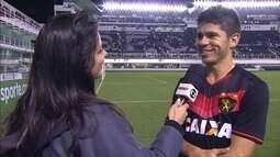 Osvaldo comemora gol da vitória do Sport sobre o Santos