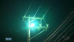Camburi fica parcialmente às escuras em Vitória