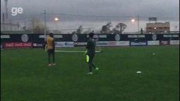 Jogadores da Chapecoense brigam após o treino na Argentina