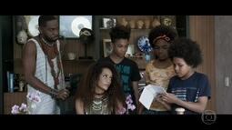 Carlito, Lia e Egídio fazem árvore genealógica e questionam Michele sobre suas origens