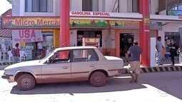 Motoristas de Corumbá se arriscam abastecendo gasolina clandestina da Bolívia