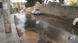Flagrante: reportagem encontra vazamento de água em rua no bairro de Brotas, em Salvador