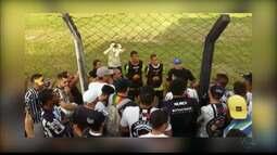 Torcida protesta na Maravilha e cobra jogadores do Botafogo-PB após quatro derrotas