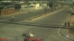 Flagrante: motociclista é atropelado por picape em Feira de Santana