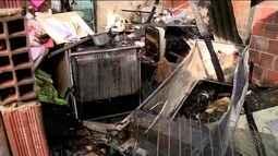 Incêndio destrói casa em Linhares, no ES