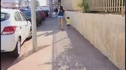 Moradores questionam instalação de postes de sinalização em locais inadequados em Araguari