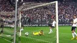 Vitória vence Corinthians e acaba com invencibilidade do líder do Brasileirão